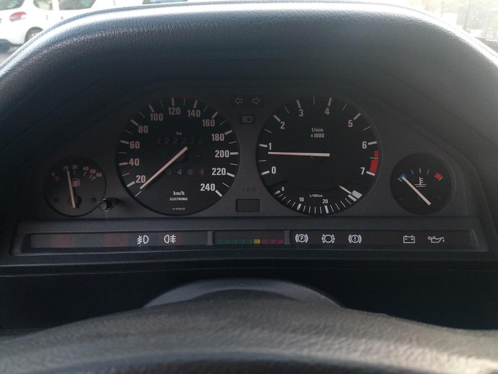 BMW 320i Touring E30 (13)