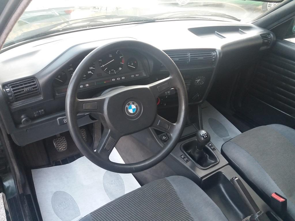 BMW 320i Touring E30 (9)