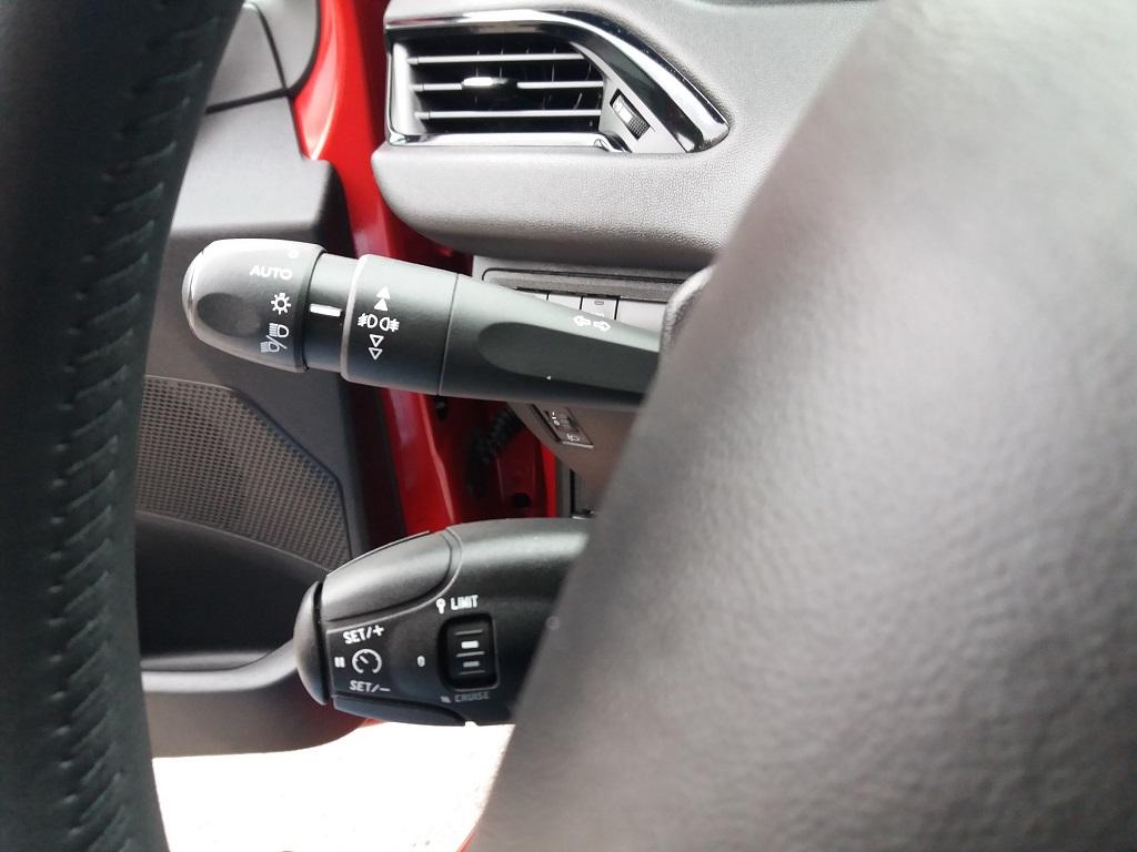 Peugeot 208 BlueHDi 100 S&S 5p Active (15)