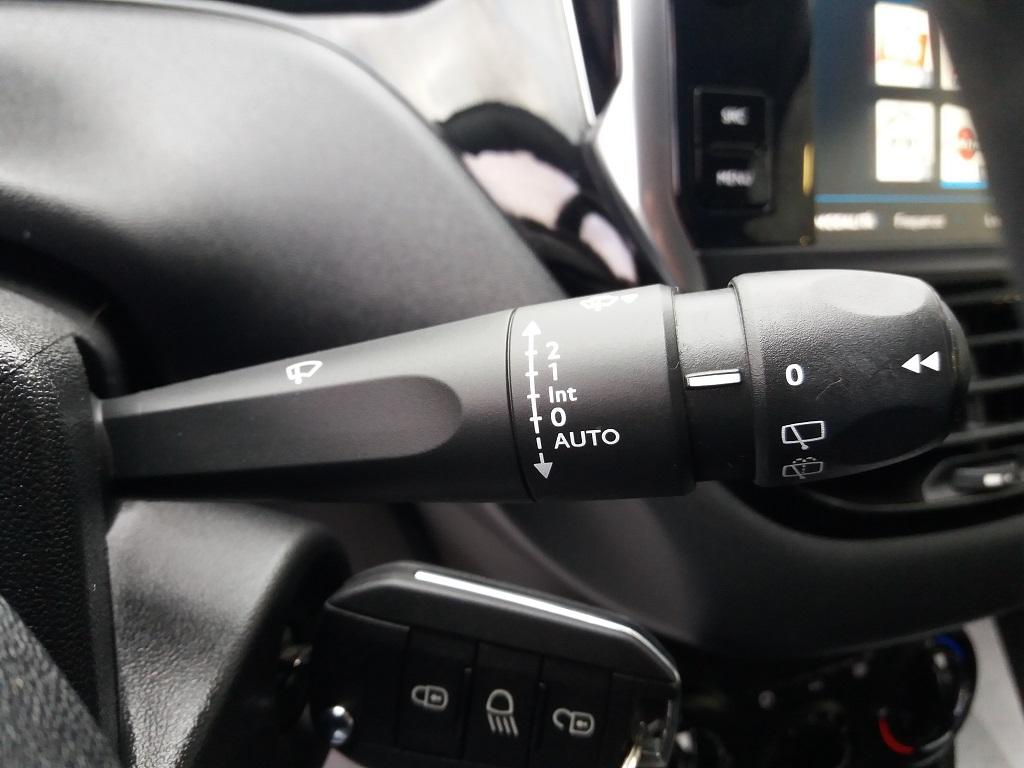 Peugeot 208 BlueHDi 100 S&S 5p Active (16)