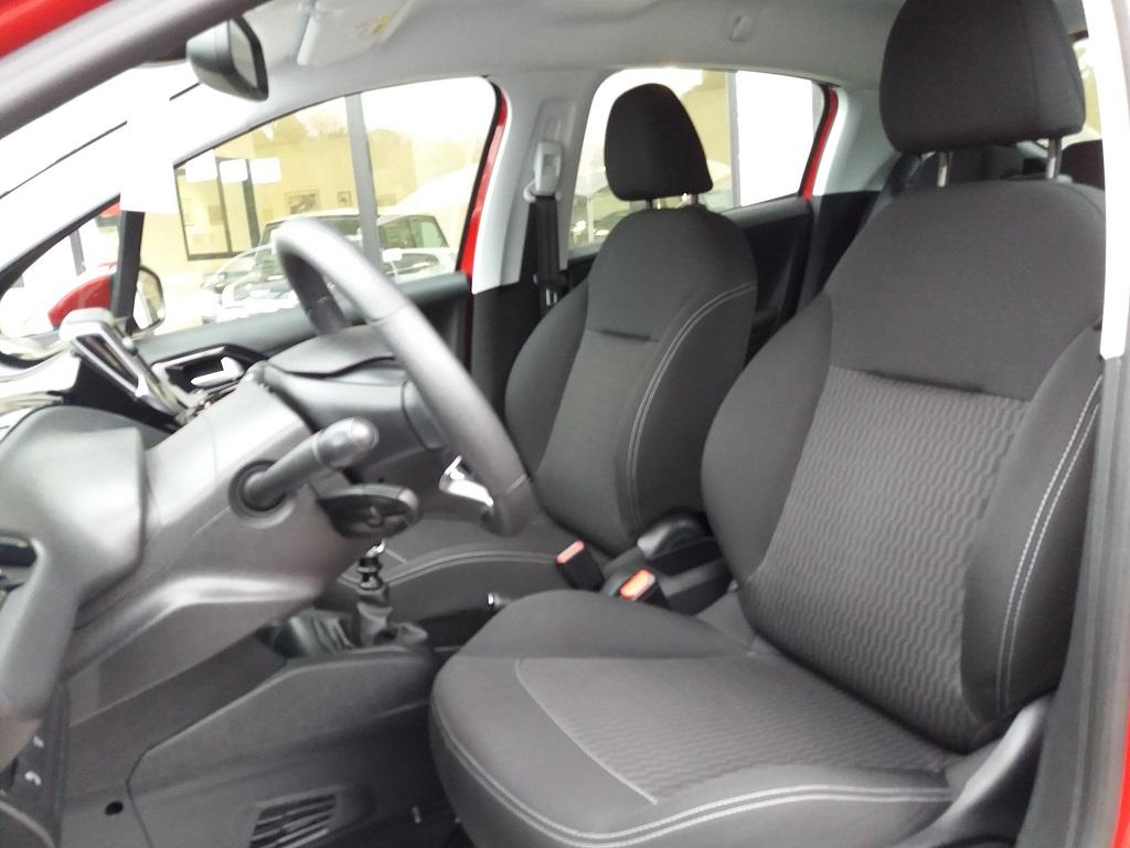 Peugeot 208 BlueHDi 100 S&S 5p Active (22)
