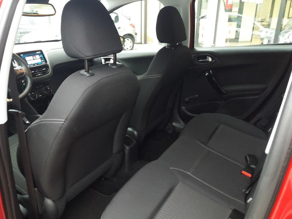 Peugeot 208 BlueHDi 100 S&S 5p Active (25)