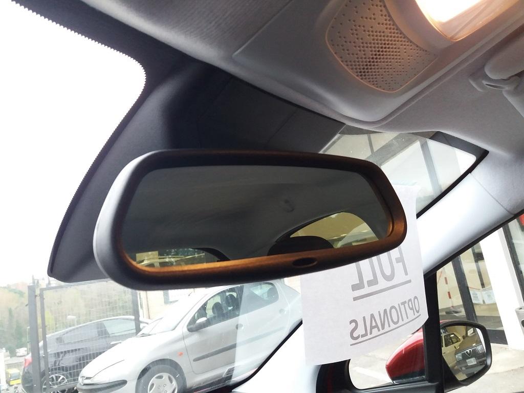 Peugeot 208 BlueHDi 100 S&S 5p Active (39)