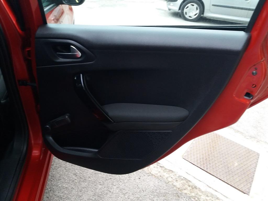 Peugeot 208 BlueHDi 100 S&S 5p Active (40)