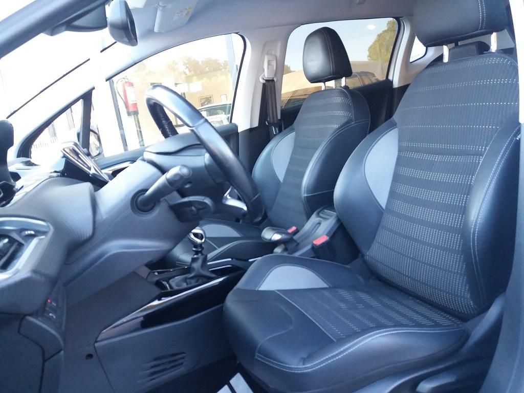 Peugeot 2008 BlueHDi 120 S&S Allure (17)
