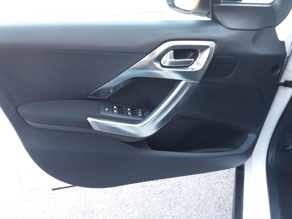 Peugeot 2008 BlueHDi 120 S&S Allure (19)