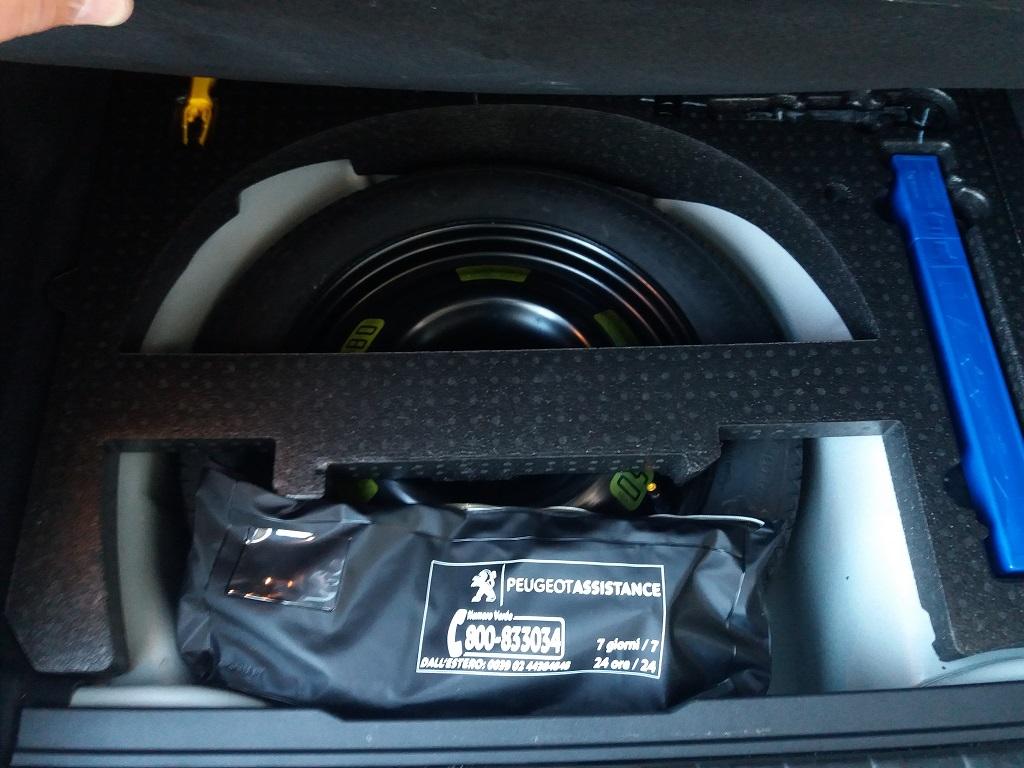 Peugeot 2008 BlueHDi 120 S&S Allure (31)