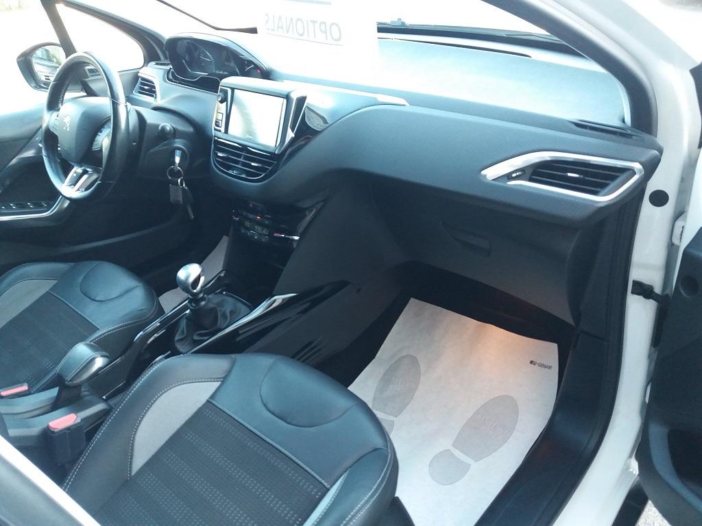 Peugeot 2008 BlueHDi 120 S&S Allure (32)