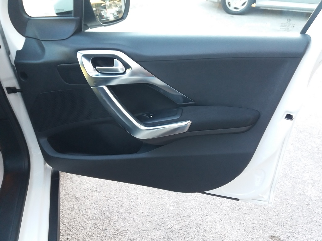Peugeot 2008 BlueHDi 120 S&S Allure (33)