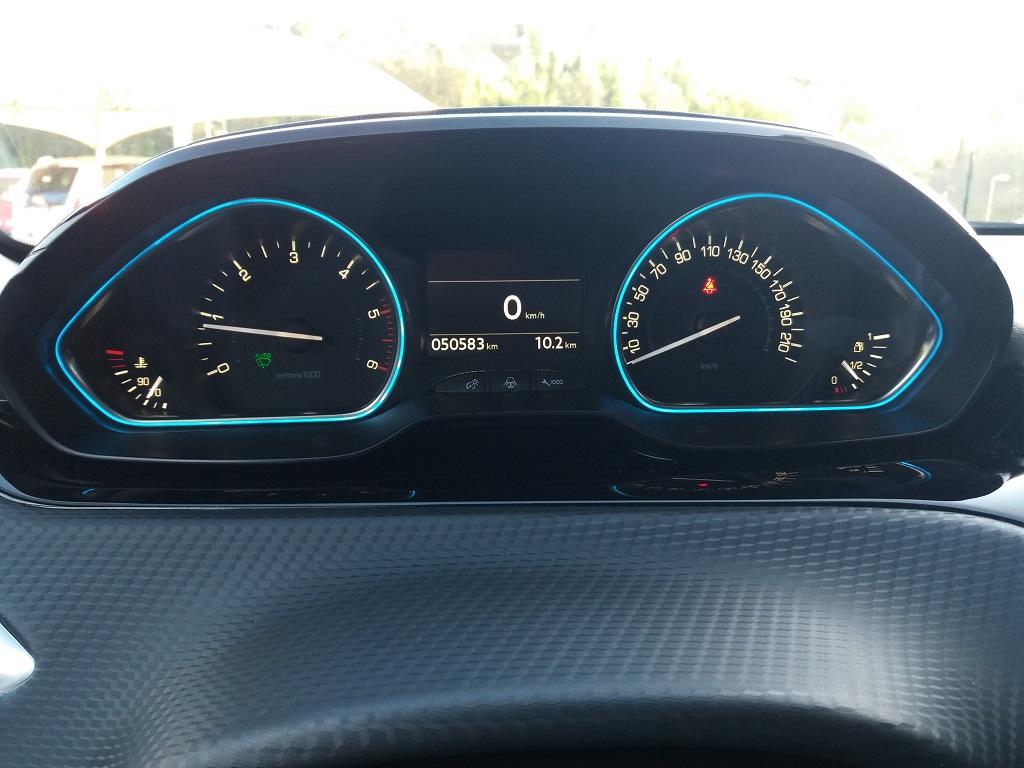 Peugeot 2008 BlueHDi 120 S&S Allure (41)
