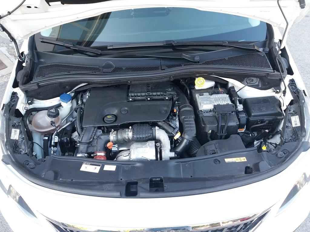 Peugeot 2008 BlueHDi 120 S&S Allure (42)