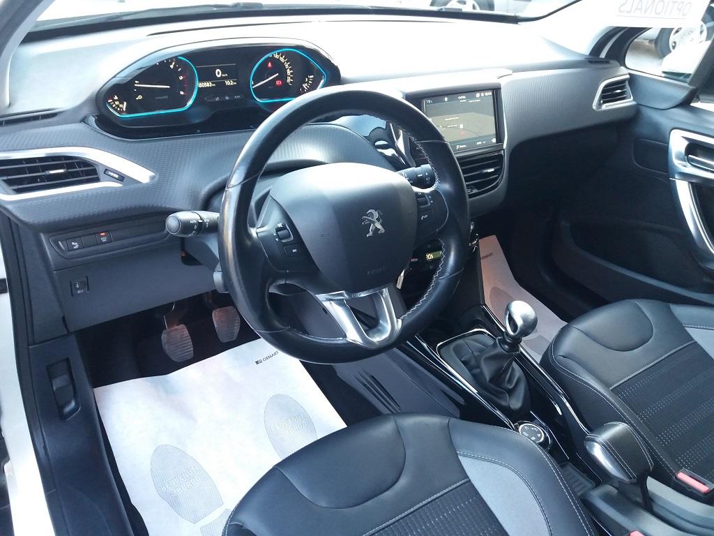 Peugeot 2008 BlueHDi 120 S&S Allure (9)