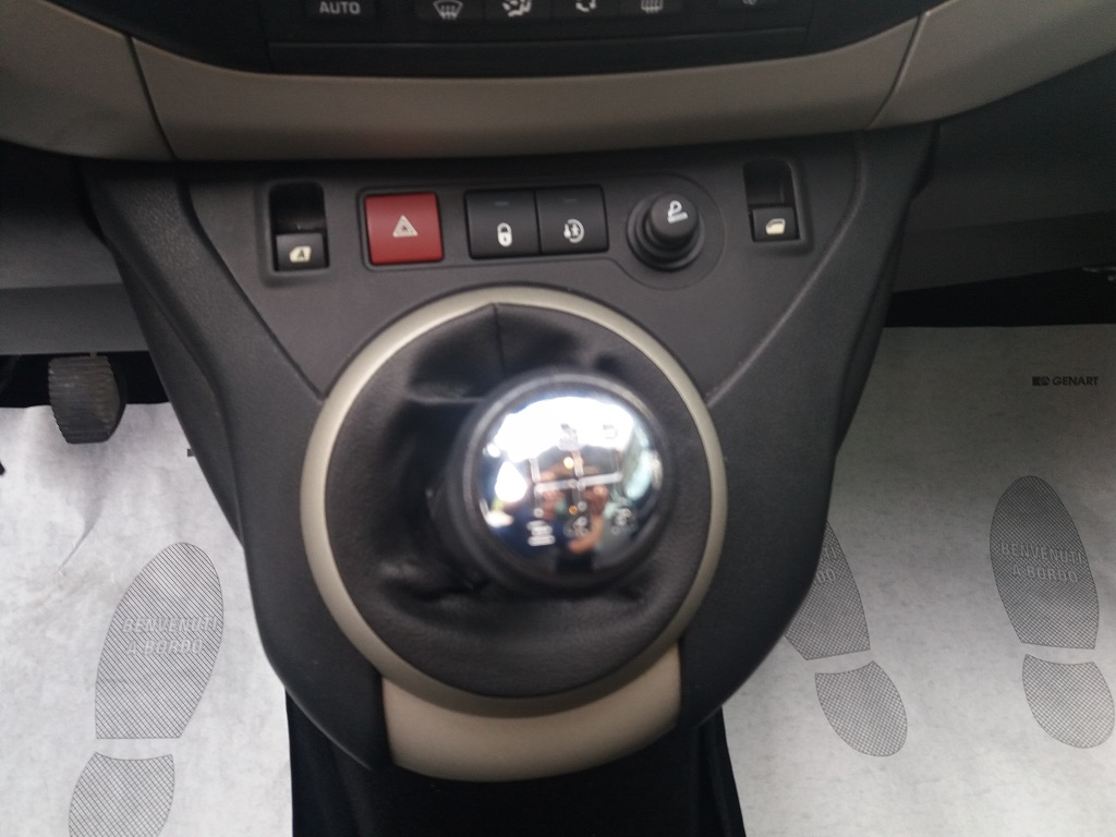 Peugeot Partner Tepee 1.6 HDi 115 cv Outdoor (16)